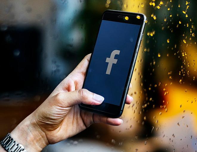Facebook, réseaux sociaux , fans